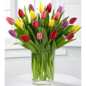 Az új lakásban, kellemes meglepetés az érkező virágcsokor